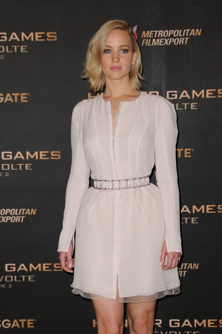 jennifer-lawrence-at-the-hunger-games-mockingjay-part-2-photocall-in-paris-11-09-2015_1.jpg (1200×1800)
