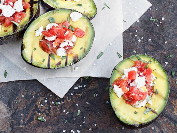 Rezept für leckere Avocado vom Grill mit Tomaten