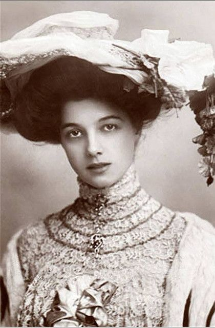 So glad hair has changed, I would have been stuck inside with flat hair hahaha Gorgeous woman, ca. 1900.