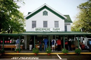 Briermere Farms......It's Where You BUY PIES On Long Island, but we didn't. We passed this and went to Helen's Farm, bought fresh veggies and saw sheep, goats, donkeys, horses, and even a white-tailed deer.