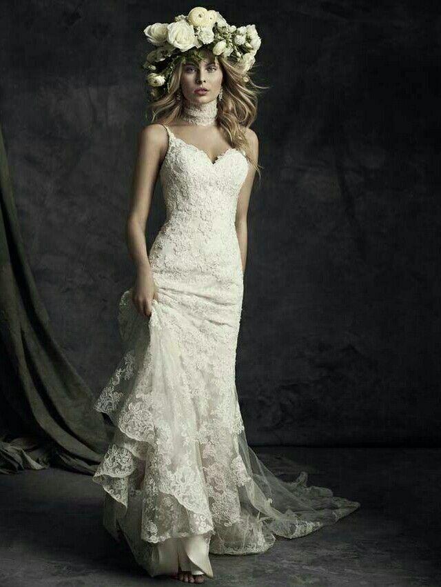 Hier de Ella Rosa jawdropping bruidsjurk in zijn geheel.. Elegant, sexy & chique..