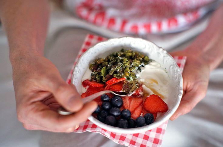 Ořechová Matcha Granola s Kokosovým Jogurtem | Veganotic