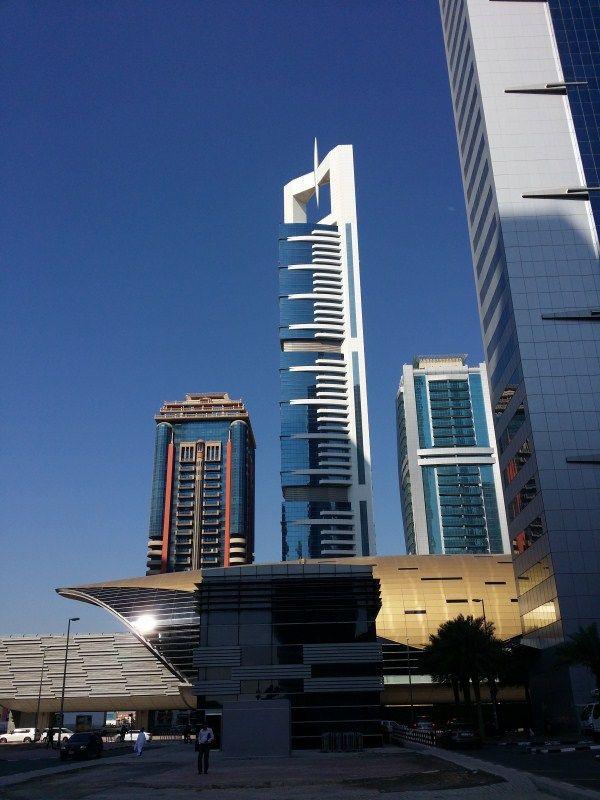 Estación metro Financial Centre. La Chelsea Tower al fondo