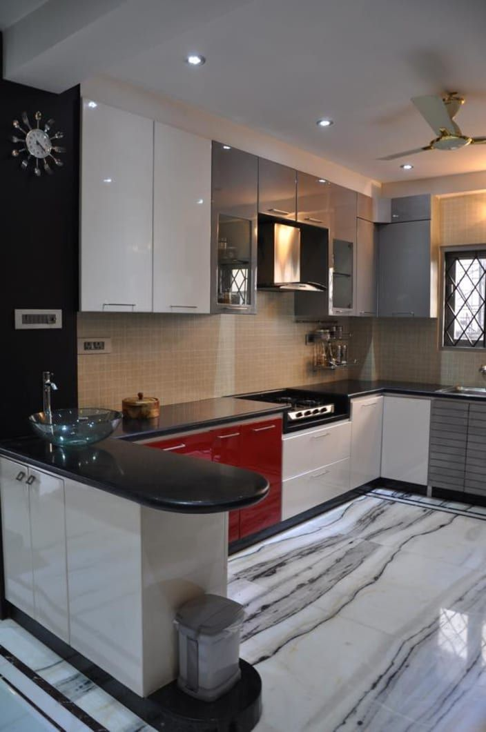 U Shaped Kitchen With Modern Cabinets And Wall Decor By Prashant Mali In 2020 Online Kitchen Design Kitchen Design Open Kitchen Remodel Design