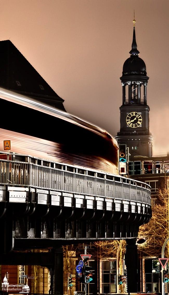 Michel wacht bei Tag und Nacht über sein Hamburg... www.heimathafen-aktuell.de