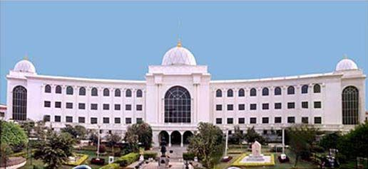 Salar Jung Museum, Darushifa, Hyderabad, Telangana Hyderabadis Online http://hyderabadisonline.com/salar-jung-museum-darushifa-hyderabad-telangana/   The Salar Jung Museum is the largest one-man collection of antiques in the world. It is the third largest museum in India well known for its prized collections belonging to various civilizations harking back to the 1st century. Situated on the southern bank of the Musi river, the museum is not far from the other important monuments of the old…