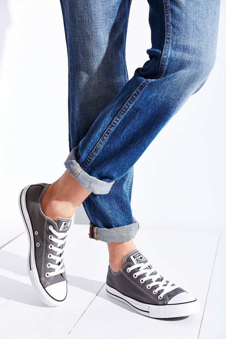 gray converse low top sneaker