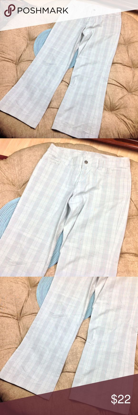 Patagonia Pants Women 12 Wide Leg Green Plaid Great condition; Patagonia Pants Women 12 Wide Leg Light Green Plaid Organic Cotton Casual Pockets; Very Light Green/Silver Plaid 32 inch inseam 17.5 inch across waist 10 inch rise Patagonia Pants Wide Leg