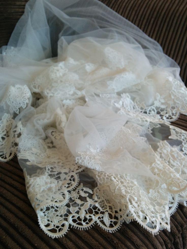 lace trim on the veil
