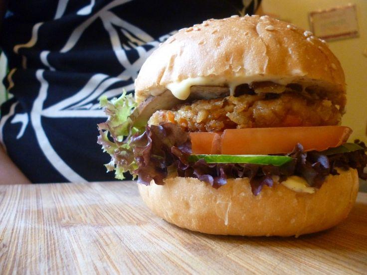 Бургер с Копченым тофу и котлеткой из соевого фарша - WVk World Veggie kitchen