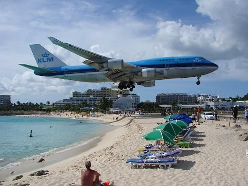 Heeft de KLM Boeing 747-400 een interactief entertainmentsysteem bij elke stoel? - Goeie Vraag