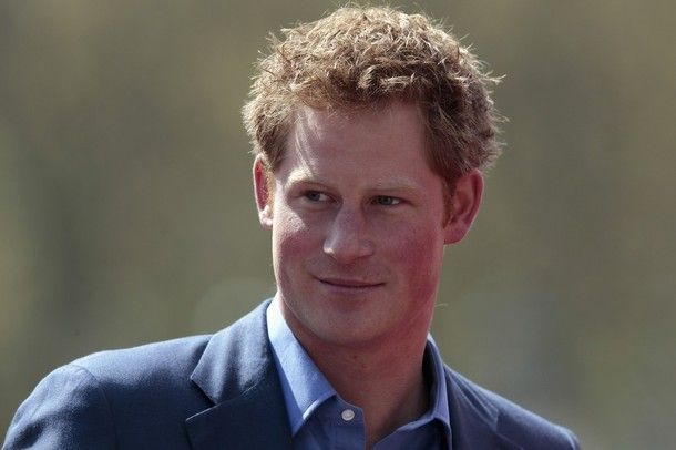 Harry entrega os prémios da Maratona de Londres 22.04 - A realeza