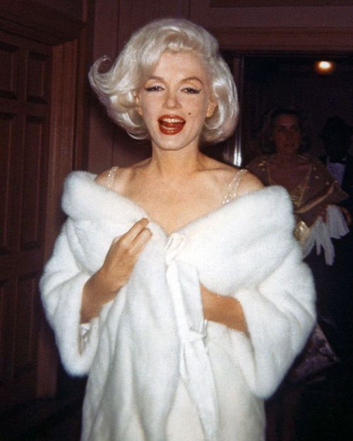 Marilyn photographed backstage of JFK's birthday gala in 1962.
