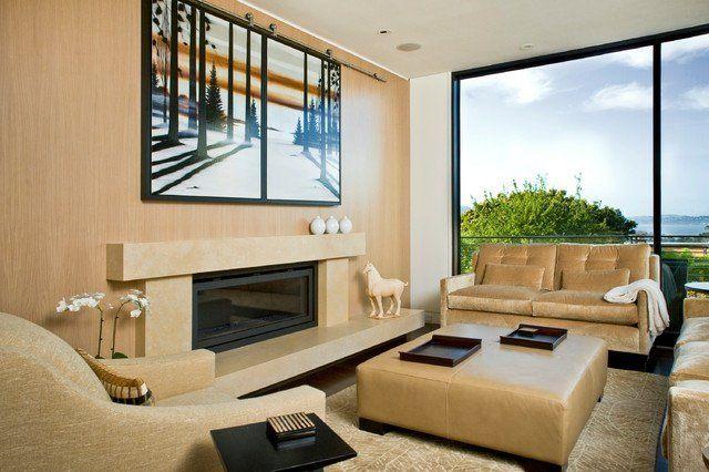 salon beige et blanc avec fixation murale tv au-dessus de la cheminée fermée