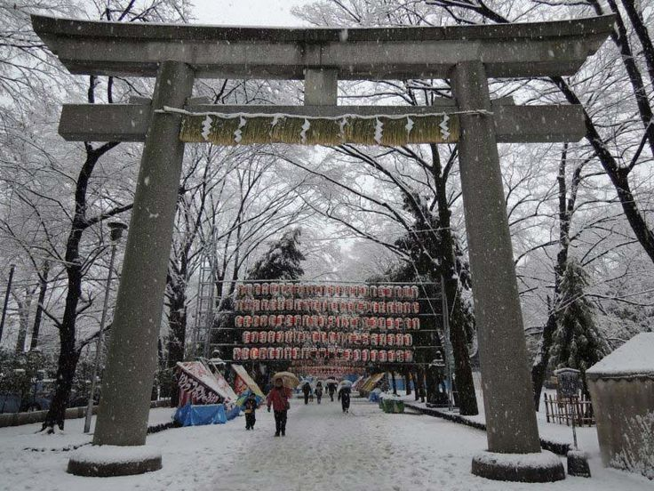 5 best places to visit in Japan in winter are Gero, Hakuba, Tokyo, Takayama and Shirakawago. Discover tips on what to do, where to eat and where to stay.