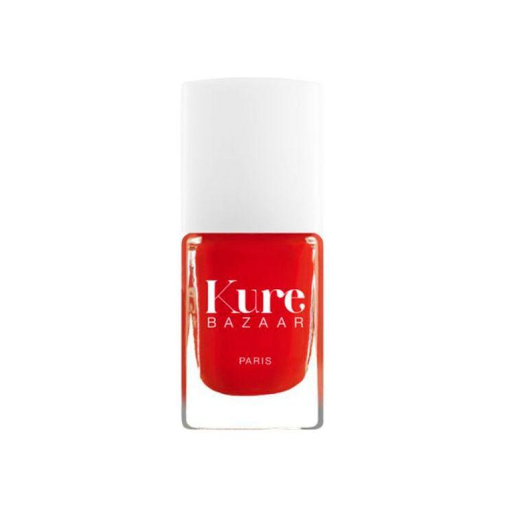 Färg:Rouge Flore Beskrivning: Ljust, rött nagellack Volym:10 ml Franska Kure Bazaar startades av den tidigare modellen Kartika Luyet som under sin graviditet blev orolig över ingredienserna i…