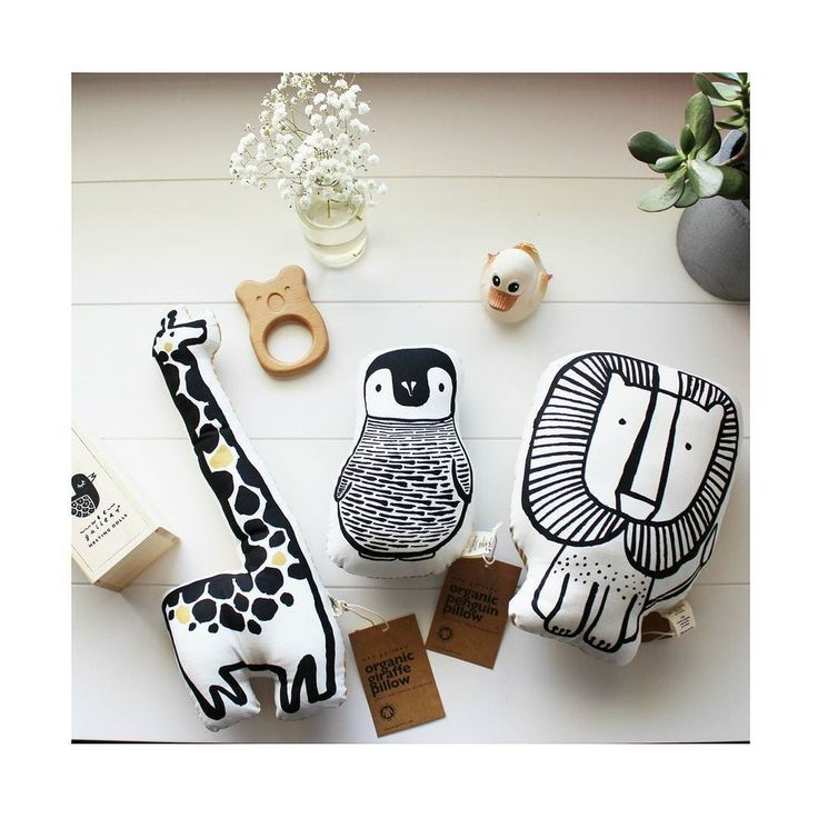 Gahhh! How cute are these newborn toys by Wee Gallery from @urbanbabyshop! Designed to purposely engage newborns and develop their sight (monochrome with a pop of colour) they are also fair trade eco conscious AND organic. Love an ethical brand. Check them out (AUST wide shipping) @urbanbabyshop #urbanbabyau #urbanbabyshop #ethical #mamadisrupt