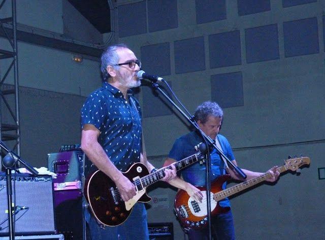 """Con los Surfin' Bichos - 25 aniversario de """"Hermanos Carnales"""" (Crónica concierto Rockódromo de Pedreguer 21-10-2017) http://www.woodyjagger.com/2017/10/cronica-concierto-surfin-bichos-25-aniversario-hermanos-carnales.html"""
