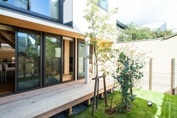 SAKURAが満ちる家 ウッドデッキ|重量木骨の家 選ばれた工務店と建てる木造注文住宅