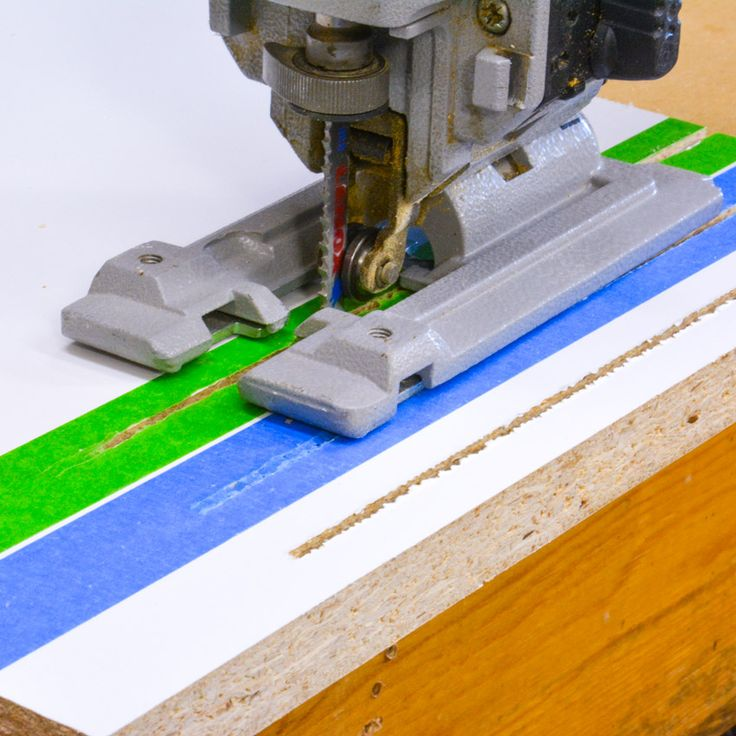 Testing is different types of tapes give you better saw cuts. #woodworking #diy #hacks