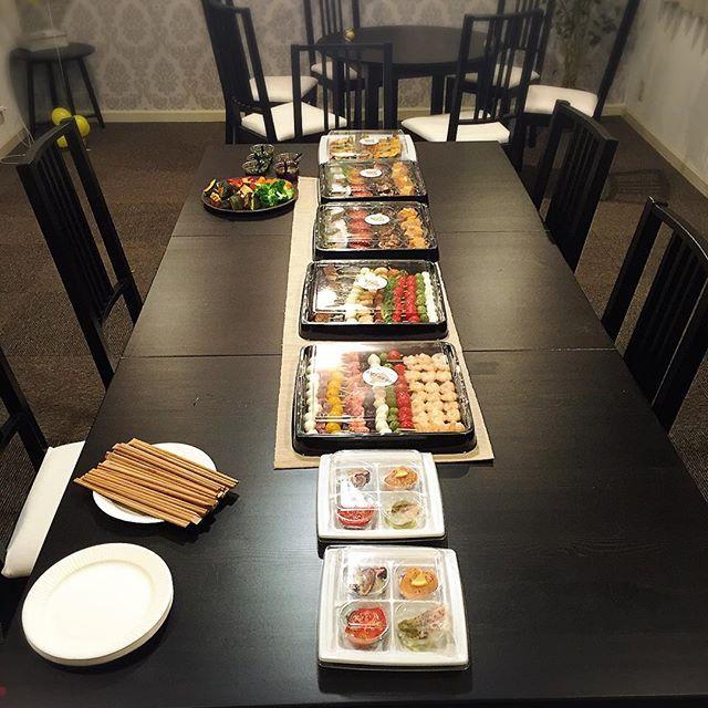 南青山の一軒家のレンタルハウスにて 仲良し4家族のバースデーパーティーに お料理を提供いたしました。  前菜の他、無農薬野菜 A5ランク和牛フィレローストビーフ ボロネーゼパスタ キッズコースなど 温かい料理は、キッチンをお借りして仕上げました。  www.privatechef.jp  #ケータリング #デリバリー #出張シェフ #プライベートシェフ #女子会  #ママ会 #ママ友 #キッズ  #一軒家貸切 #仲良し家族 #オシャレ #美味しい #ホームパーティー #誕生会 #アペロ  #privatechef #catering #delivery #apéritif #appetizer