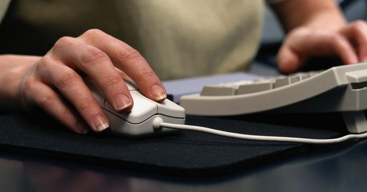 Cómo iniciar sesión en Outlook Express si desapareció del escritorio. Microsoft Outlook Express coloca un icono de acceso directo en el escritorio de una computadora al instalarse. Si este acceso directo de Outloook no se abre dentro de cierto tiempo, la computadora puede considerarlo un icono inutilizado y ofrecerá desactivarlo del escritorio, junto con todos los otros iconos en los que no se ha hecho clic durante ...