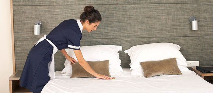 hotel housekeeper cleaning tips