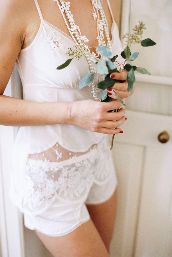 Traumhafte Wäsche für die Braut | Friedatheres.com Lingerie | Kodak Portra 400 | Theresa Povilonis Photography