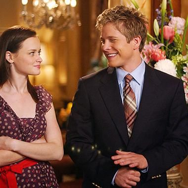Hot: Gilmore Girls revival: Rory and Logan reunite in new photo
