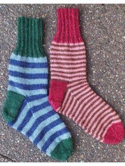 Sticka randiga eller enfärgade sockor! Grundmönster till sockor i Onions FINO ull/näs...
