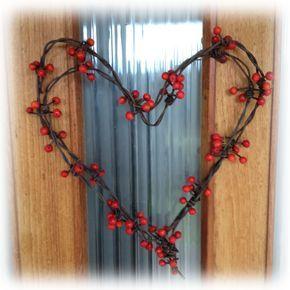 Pyssel på Landet: Taggtråd - Hjärta dekorerat med rönnbär