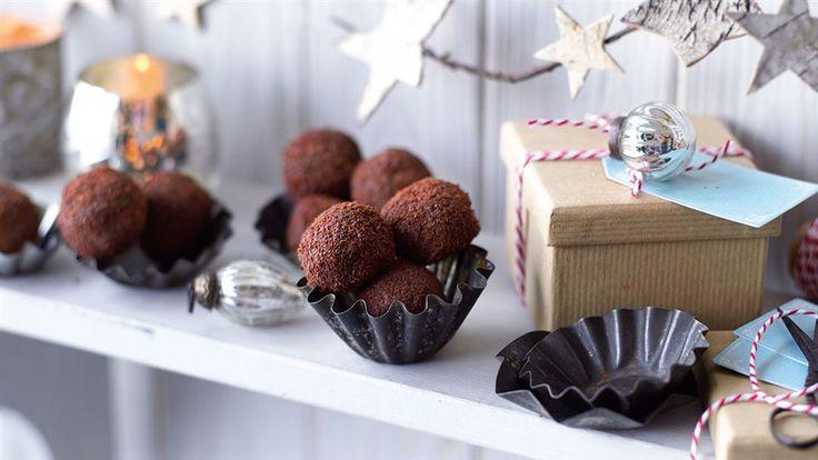 Po przepisy na świąteczne desery koniecznie zajrzyj do Kuchni Lidla. Znajdziesz tam między innymi przepis na kulki piernikowe z rumem i ananasem.