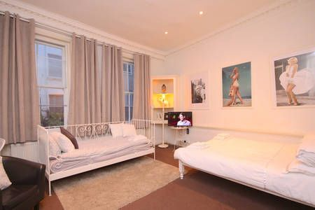 Check out this awesome listing on Airbnb: Charming Central Soho & West End :) - Apartments for Rent