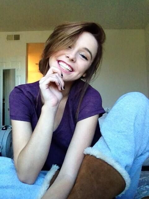 acacia clark♡the only picture I like of her.<<<<< Bahamas she's gorgeous in all of them