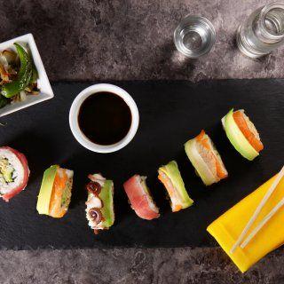 Sushi Arcoíris con Relleno de Tampico