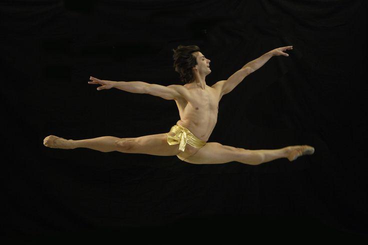 A #MilanoDanza al via la grande Rassegna dei Centri di Formazione coreutica. I danzatori della Scuola di Ballo del Teatro dell'Opera di Vienna divideranno il palco con le promesse della danza italiana. E con un ospite davvero speciale: GIUSEPPE PICONE.