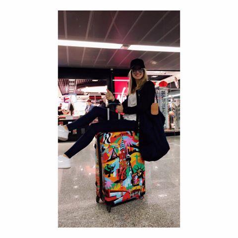 Spontaniczna Karolina Pisarek z walizką American Way!