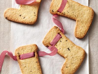 Che ne dite di una collana di biscotti fatti a calza di #Befana per concludere queste festività? #Befana #Sock girland