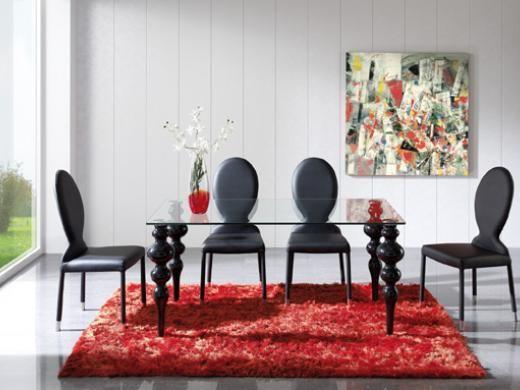 Mesa de comedor con patas torneadas y sillas con respaldo tapizado disponible en blanco y negro. Pianca en Mobles Urgell.