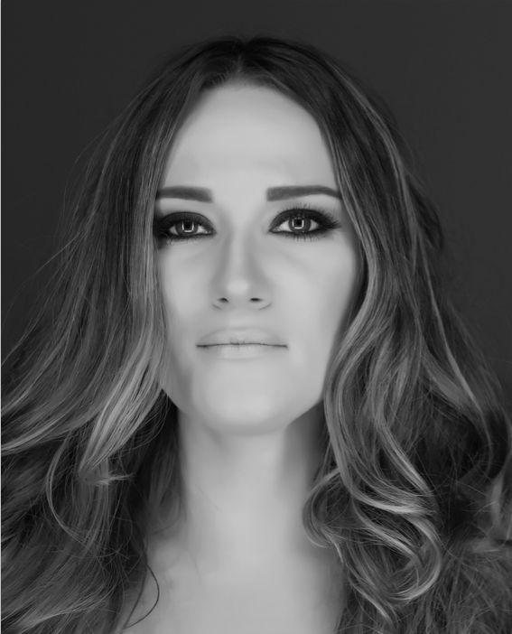 Bukre Pohle / editorial fashion stylist / fashion designer / personal stylist / black and white photo