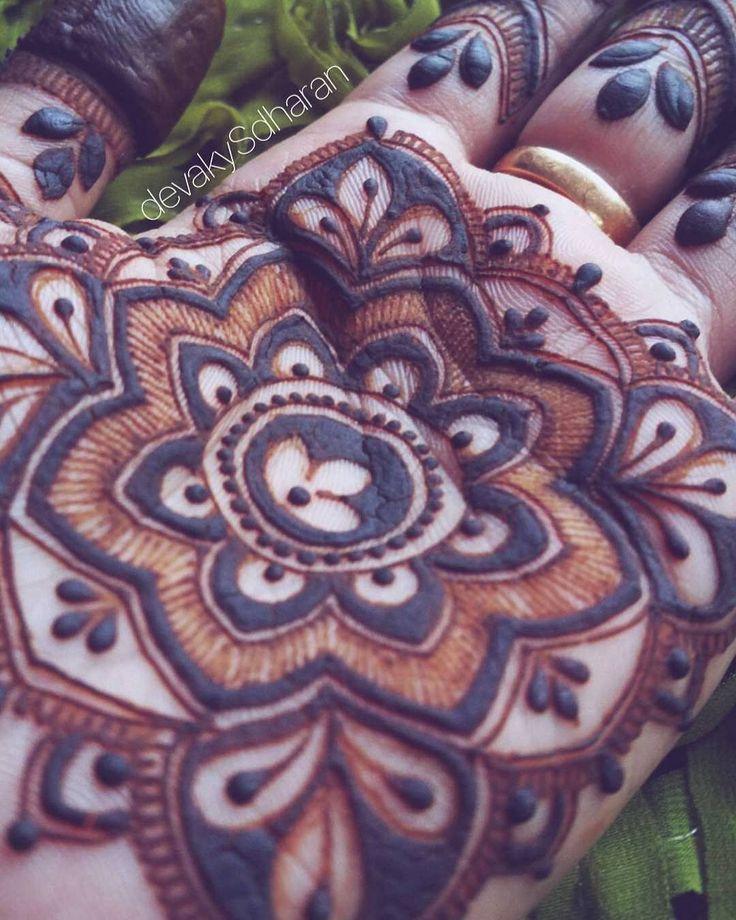 Beautiful close-up of a henna design by @hennabydevakysdharan  I love the different type of lines and patterns in this piece! Beautiful!   #henna #hennadesign #hennatattoo #besthennaworldwide #safehenna#oddlysatisfying#satisfying#hennatattoo#bodyart#mehndiart#naturalhenna#create#hireme#hennabeauty#hennaforsale  #hennalookbook#hennaartist#hennaforsale #hennaartists#hennaforsale