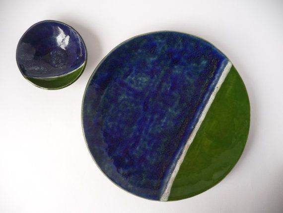 Pottery Set, Blue Green Ceramic, Geometric Dish, Modern Set, Ceramic Gift, Serving Dish Set, Fathersday Gift, Pottery Gift Set, Wedding Gift  Handmade set of earthenware bowl and large dish. Both glazed with the same geometric pattern in blue, green and white. A modern set usable as home decoration or as serving set. Both are fired two times in the kiln, first at 950 degrees and second the glaze firing at 1040 degrees. They are fired with non-toxic lead-free glazes wich make them safe for…