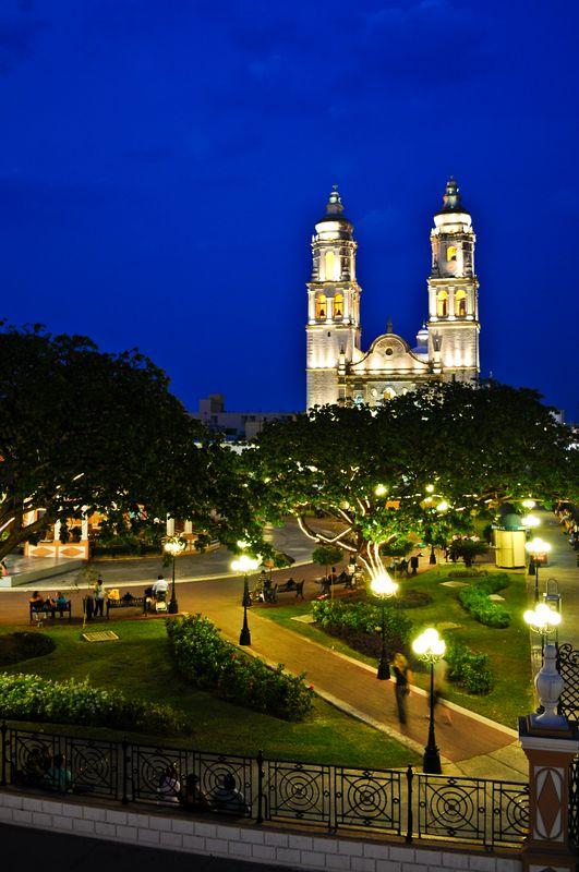 La plaza central de #Campeche, uno de los sitios con más historia, cultura y naturaleza en #Mexico.