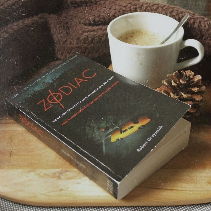 "366 свиђања, 17 коментара -  Romi ☕️🍂 (@romireads) у апликацији Instagram: ""Just finished reading Zodiac by Robert Graysmith. Man, it's such a difficult and intriguing case! 😱…"""