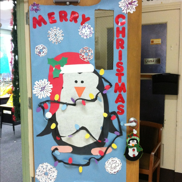 Decorating Classroom For Christmas: My Penguin Christmas Door!