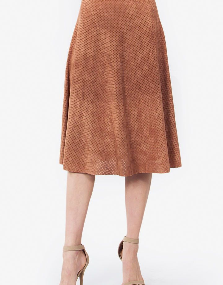 Adorable faux suede midi skirt. Looks cute paired with our Alamode Suede Top.  – Faux suede midi skirt – Perforated – Zipper closure on side – Raw edge hem  Size + Fit – Model is wearing size S – Measurements taken from size S – Length: 26″ – Waist: 26″