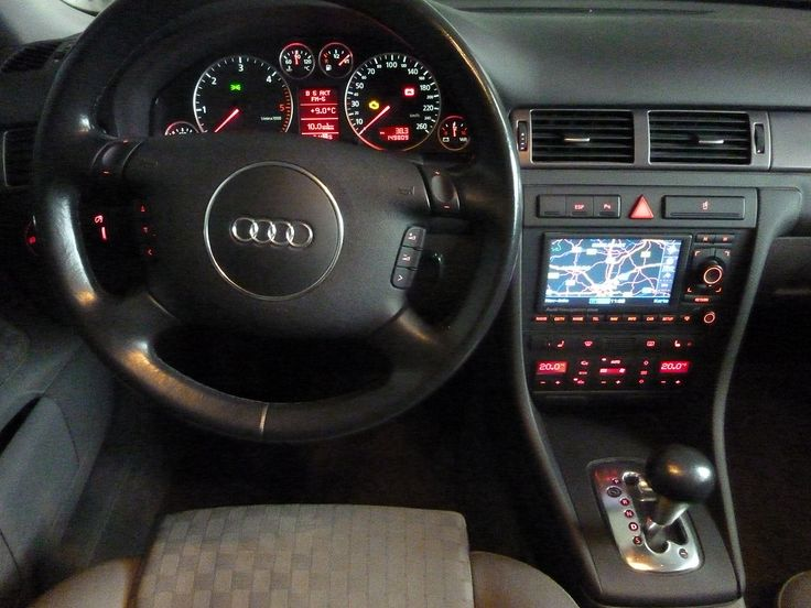 Dashboard 2004 Audi 2.5 TDI Quattro Avant - Audi A6 - Wikipedia