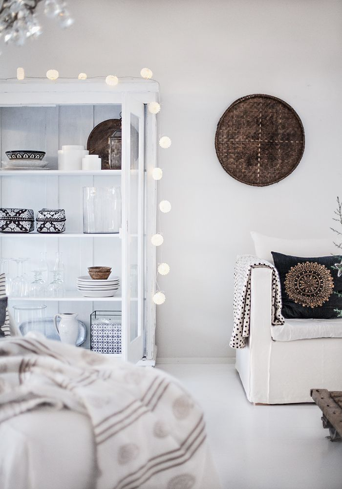 White living room... this feels nordic. I want this in my house