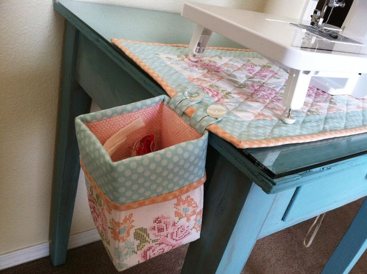 Pictures only :Thread bin and mat to sit under sewing machine - interesting