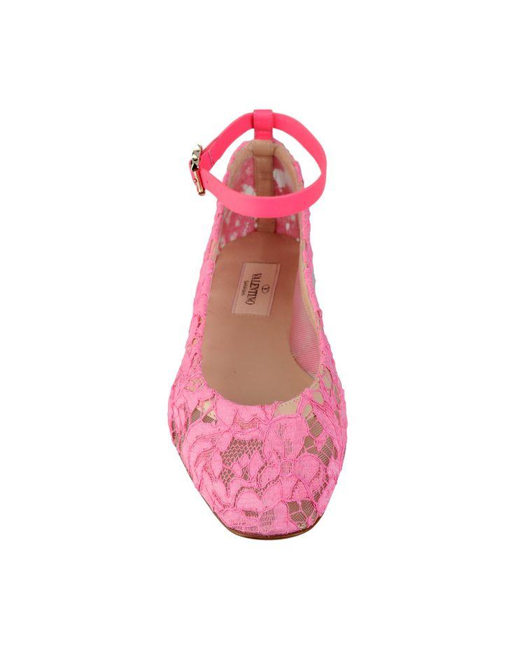 From Valentino Ballerina in pizzo, rete e vitello. Fibbia con dettaglio mini borchie.